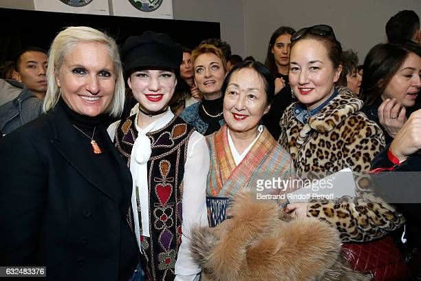 Stylist Maria Grazia Chiuri Beatrice Vio Setsuko Klossowska De Rola and her daughter Harumi Klossowska De Rola pose backstage after the Christian...