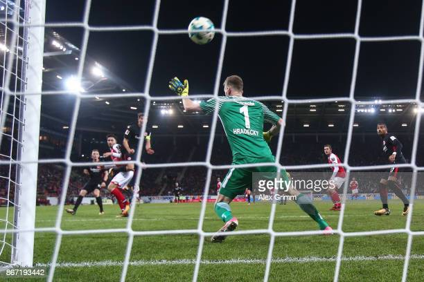 Suat Serdar of Mainz scores the equalizing goal against Lukas Hradecky goal keeper of Frankfurt to make it 11 during the Bundesliga match between 1...