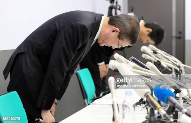 Subaru Corp President and CEO Yasuyuki Yoshinaga bows for apology during a press conference on October 27 2017 in Tokyo Japan Subaru let uncertified...