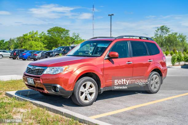 subaru forester suv - three quarter front view stock pictures, royalty-free photos & images