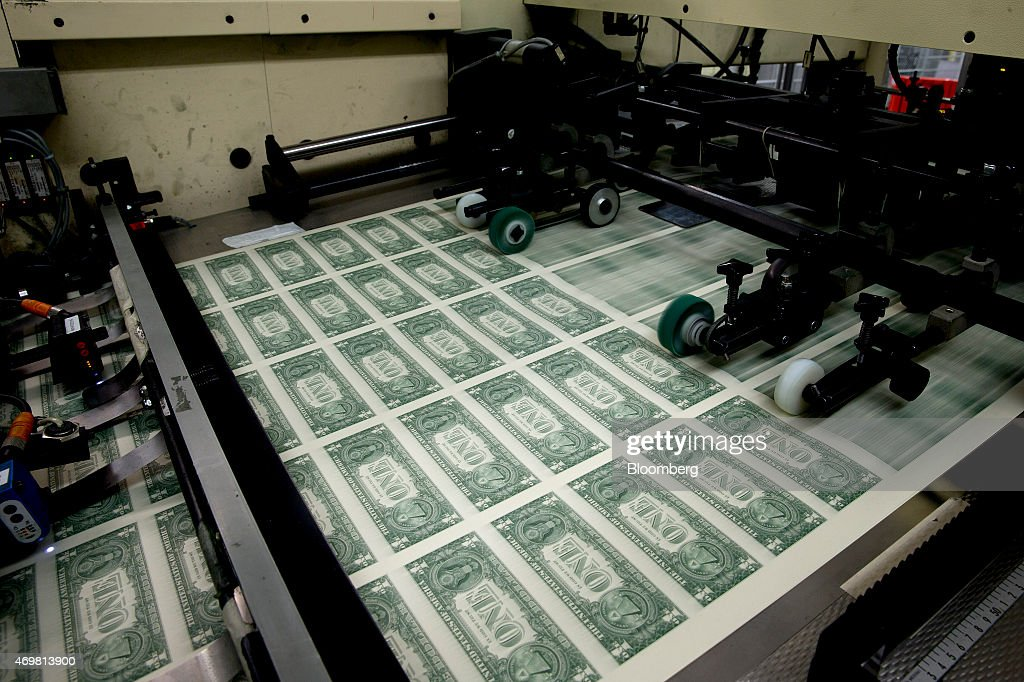 Operations At The Bureau Of Engraving And Printing As The $1 Bill Is Printed : Nachrichtenfoto