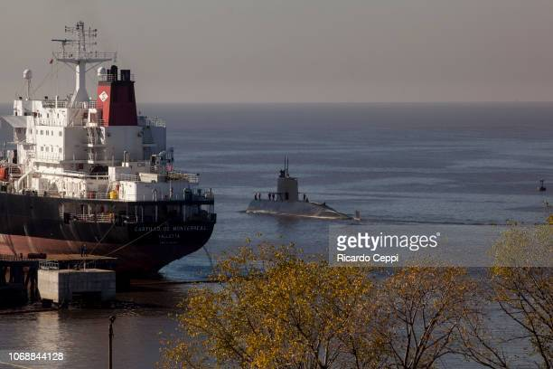Submarine ARA San Juan navigates for an expedition after the mid-life upgrade reparation at Tandanor shypyard on June 02, 2014 in Buenos Aires,...