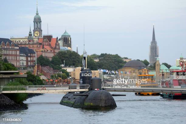submarine at port of hamburg, germany - submarine photos stock pictures, royalty-free photos & images