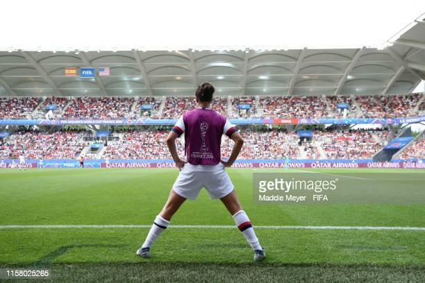 Substitute Carli Lloyd of the USA warms up during the 2019 FIFA Women's World Cup France Round Of 16 match between Spain and USA at Stade Auguste...