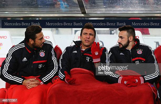 Substitution players Claudio Pizarro Mario Mandzukic and Diego Contento of Muenchen chat prior to the Bundesliga match between VfB Stuttgart and FC...