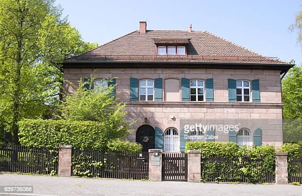 suburb house aus sandstone - sandstein stock-fotos und bilder