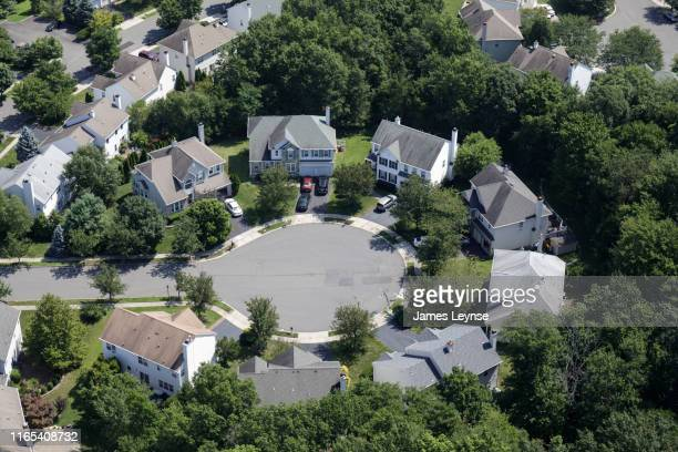suburban cul-de-sac in new jersey - cul de sac stock pictures, royalty-free photos & images