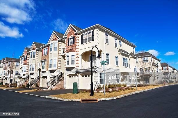 suburban homes in new jersey - タウンハウス ストックフォトと画像