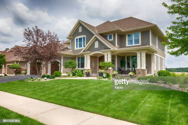 suburban house - lawn stock pictures, royalty-free photos & images