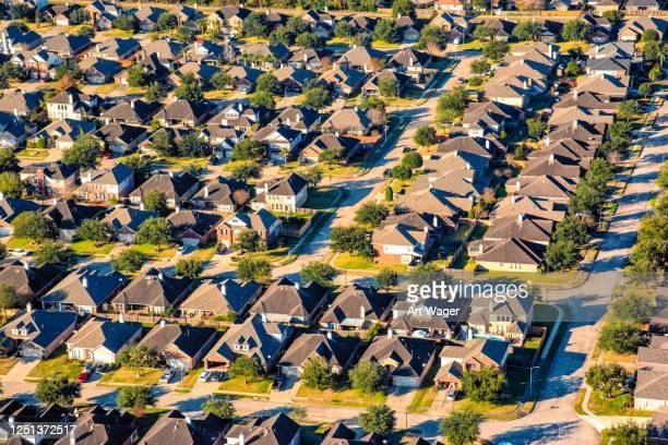 suburban houston subdivision aerial - houston texas photos et images de collection