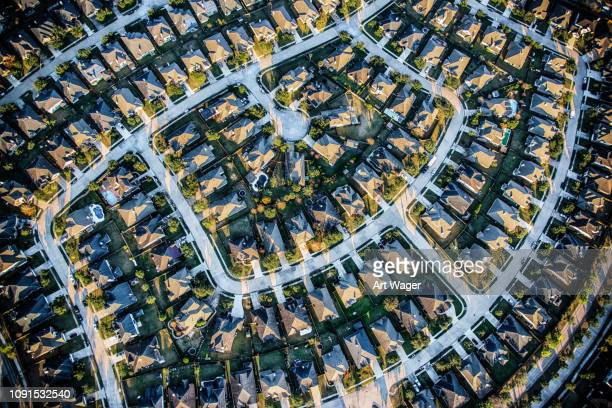 suburban master planned community aerial - residential district stock pictures, royalty-free photos & images