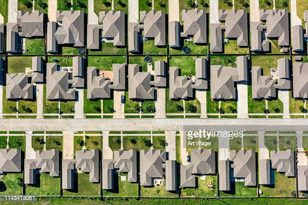 suburban master planned neighborhood aerial - urban sprawl stock pictures, royalty-free photos & images