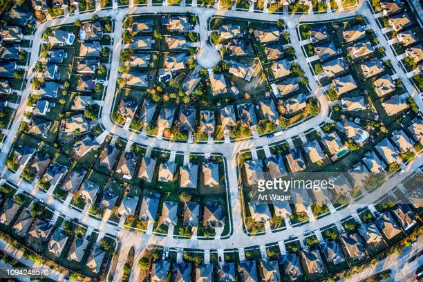 suburban planned residential neighborhood - urban sprawl stock pictures, royalty-free photos & images