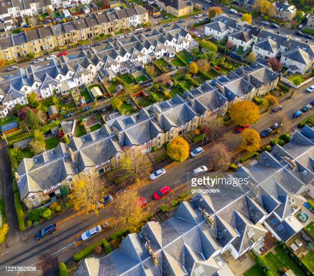 suburban streets of terraced houses from the air - glasgow scotland stock pictures, royalty-free photos & images