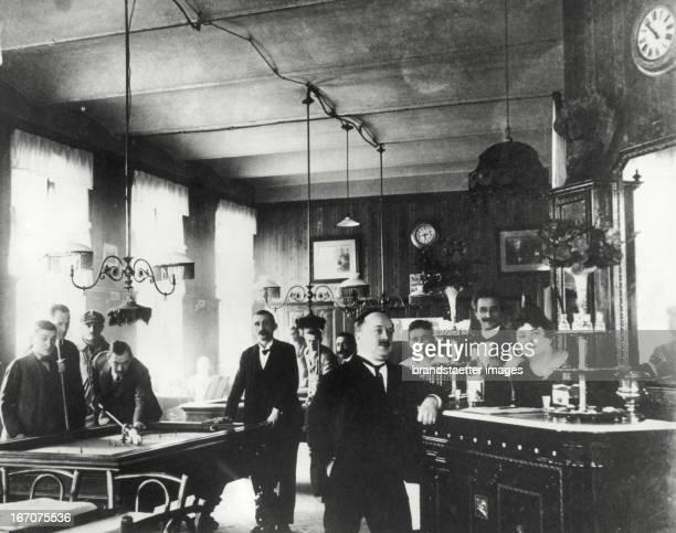 Suburbian coffeehouse in Rudolfsheim Vienna About 1890 Photograph Vorstadtcafe in Rudolfsheim Wien Österreich Um 1890 Photographie