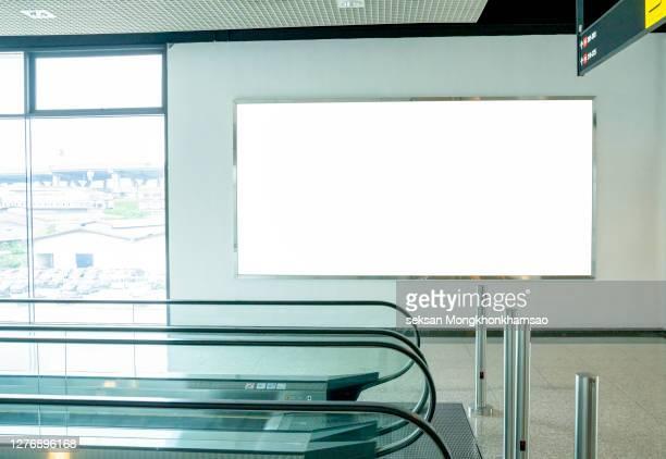 subway billboards at subway stations - modello dimostrativo foto e immagini stock