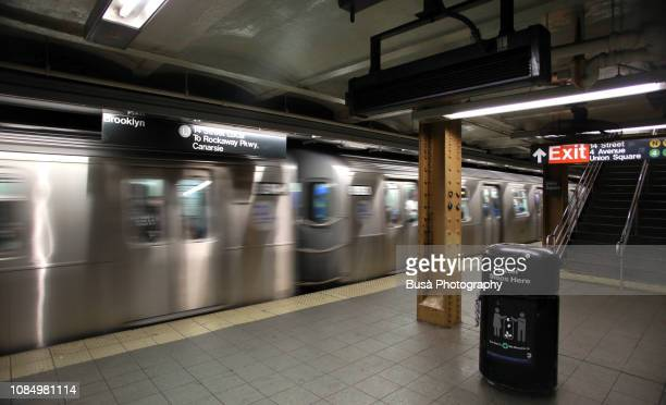 subway car speeding in new york city subway station - new york city subway stock pictures, royalty-free photos & images