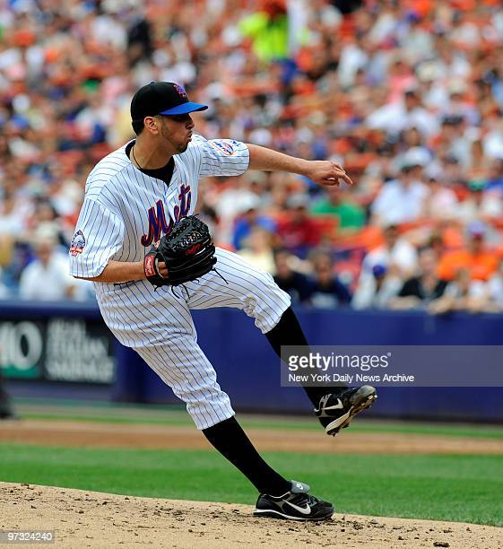 Subway Series Game-3. N.Y.Mets vs N.Y.Yankees at Shea Stadium., New York Mets starting pitcher Oliver Perez