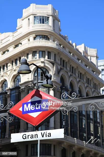 """subway sign of metro """"gran via"""" in madrid - gran via madrid fotografías e imágenes de stock"""