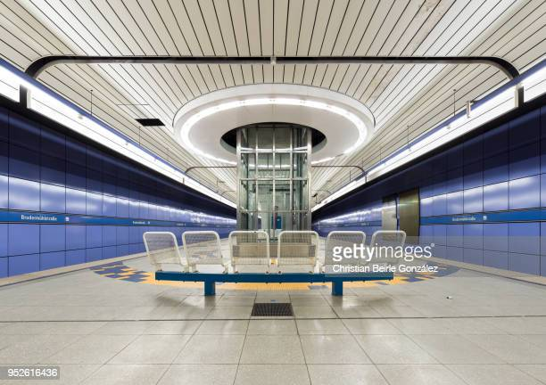 subway station brudermuehlstrasse, münchen - christian beirle gonzález stock pictures, royalty-free photos & images