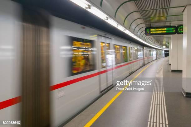 subway station in vienna, austria - vienne autriche photos et images de collection