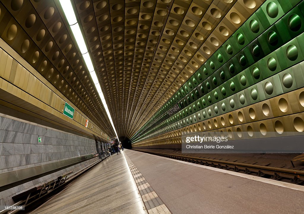 Subway Station with Green and Golden Tiles : Stock-Foto