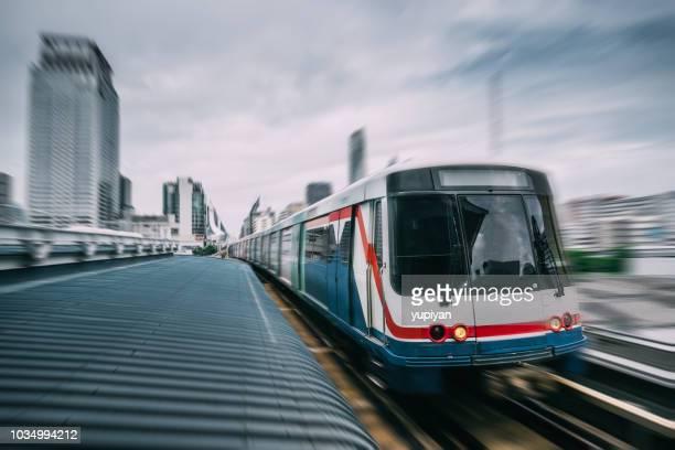 バンコク市内を地下鉄トラック - バンコク・スカイトレイン ストックフォトと画像