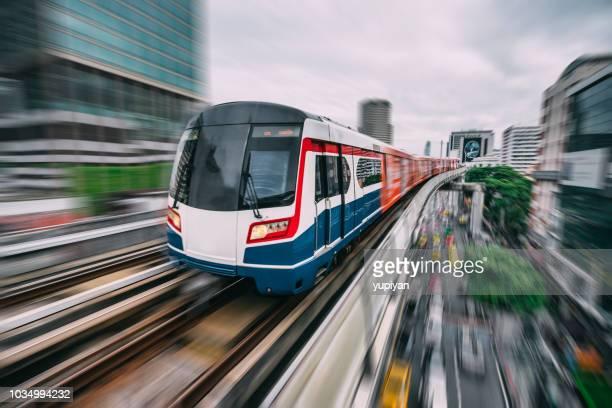 subway track through the city of bangkok - trasporto ferroviario foto e immagini stock