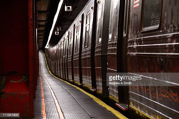 subway train at 34th street - new york city subway stock pictures, royalty-free photos & images