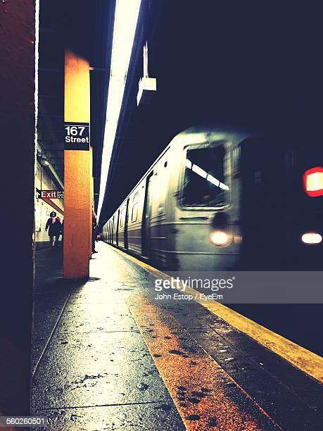 subway train at station - subway platform stock pictures, royalty-free photos & images