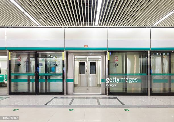 subway train doors opened - subway platform stock pictures, royalty-free photos & images
