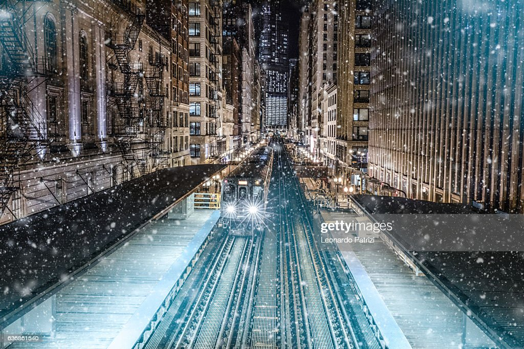 Subway train in downtown Chicago, IL : Stock Photo