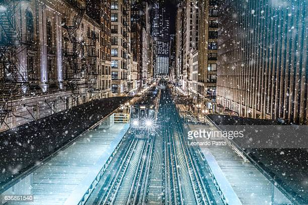 subway train in downtown chicago, il - chicago illinois stock pictures, royalty-free photos & images