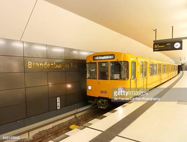 subway train inside brandenburg gate metro station - u bahnzug stock-fotos und bilder