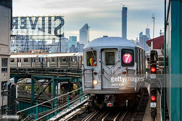 mta subway train on line 7 in queens, nyc - queens new york city stock pictures, royalty-free photos & images
