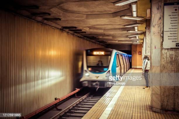 treno della metropolitana - bucarest foto e immagini stock