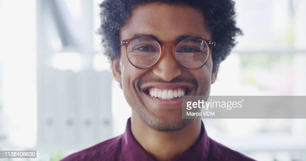 o sucesso é seu se você ficar positivo - homens jovens - fotografias e filmes do acervo