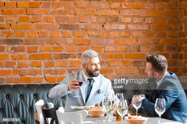 Erfolgreiche Geschäftstreffen Mittagessen im restaurant