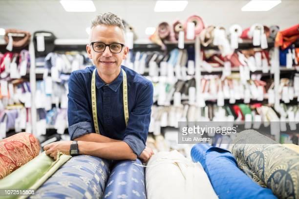 successful fabric store owner - designer einrichtung stock-fotos und bilder