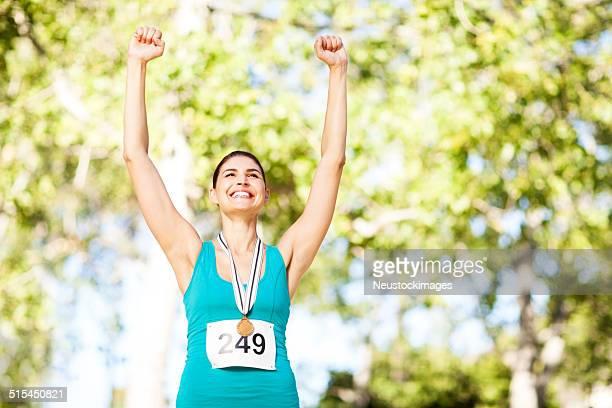 Erfolgreichen Marathon Goldmedaillengewinner im Park