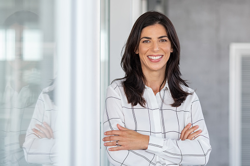 Successful mature business woman looking at camera 1189303232