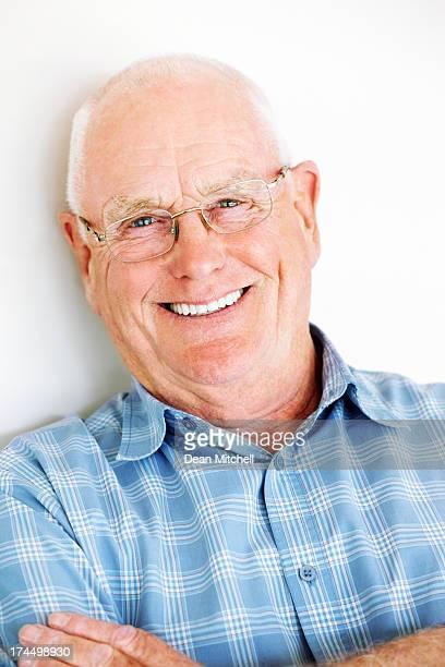 Erfolgreiche senior Mann Lächeln dich an
