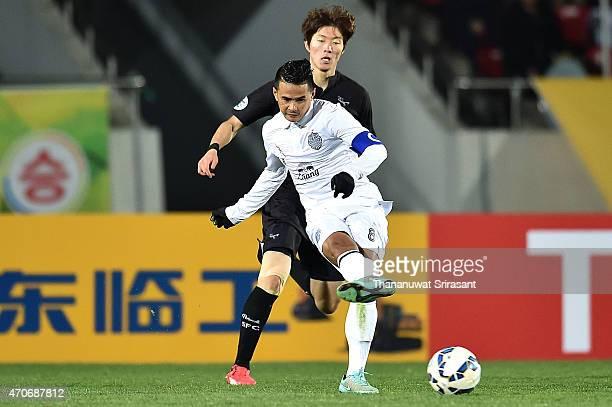 Suchao Nutnum of Buriram United kicks the ball during the Asian Champions League match between Seongnam FC and Buriram United at Tancheon Sports...