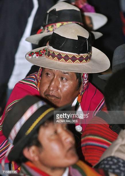 Indigenas quechuas participan de una reunion de la Asamblea Nacional de Organizaciones Indigenas Originarias de Campesinos de Bolivia el 04 de agosto...