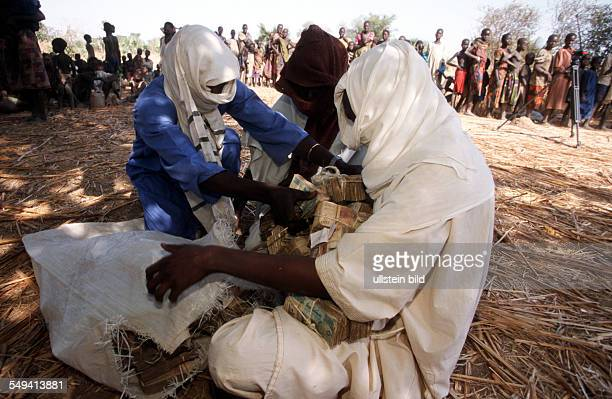 John Eibner of the Swiss Civil Rights organization CSI first visited this region in 1995 to buy free so called Dinka slaves who were abducted an...