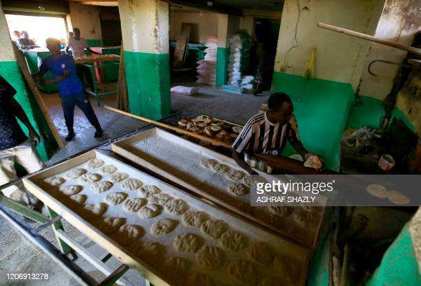 Sudanese bakers prepare bread at a bakery in Omdourman on March 11, 2020. - Sudan's economy has sunk into a deep crisis since the fall of longtime...