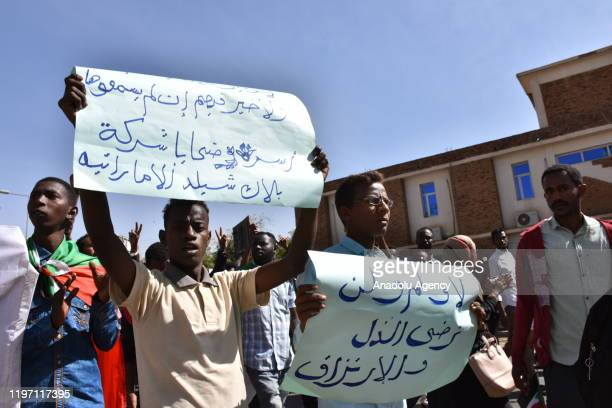 Sudanese demonstrators carry placards and chant slogans as they protest outside the Foreign Ministry in the capital Khartoum on January 28, 2020. -...