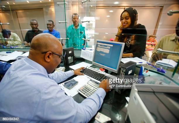 Sudanese people que at a foreign exchange dealer in central Khartoum on October 12 after the lifting of the US trade embargo came into effect Sudan's...