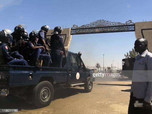 Sudanese police arrive at Khartoum airport on April 6, 2019. - Protests have rocked the east African country since December, with angry crowds...