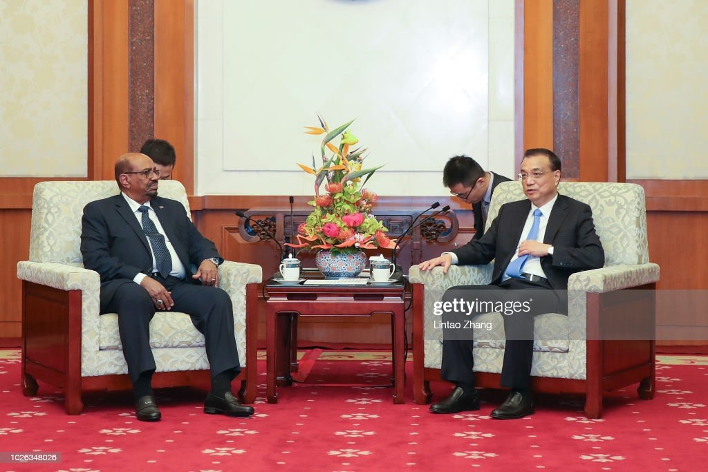Sudanese President Omar al-Bashir (L) meeting with Chinese Premier Li Keqiang (R) at Diaoyutai State Guesthouse on September 2, 2018 in Beijing, China.